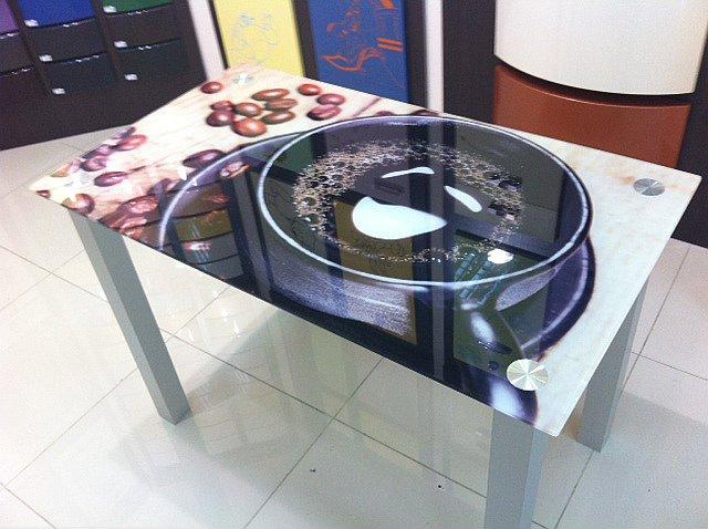Стеклянная столешница для стола на заказ в ростове Стойки ресепшн искуственный камень Шугарово